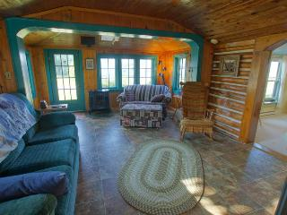 Beautiful 2 bedroom House in Saint Ignace with Alarm Clock - Saint Ignace vacation rentals