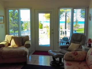 Gorgeous 4 bedroom Saint Ignace House with Deck - Saint Ignace vacation rentals