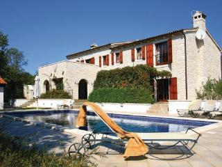 5 bedroom Villa in Visnjan, Istria, Croatia : ref 2043344 - Baderna vacation rentals