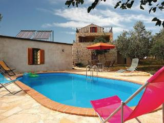 5 bedroom Villa in Visnjan Kastelir, Istria, Visnjan, Croatia : ref 2043360 - Kastelir vacation rentals
