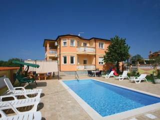 6 bedroom Villa in Pula Loborika, Istria, Pula, Croatia : ref 2043420 - Loborika vacation rentals
