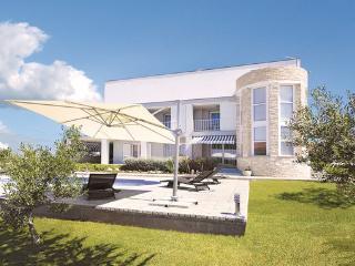 5 bedroom Villa in Zadar Debeljak, Northern Dalmatia, Zadar, Croatia : ref 2043814 - Sukosan vacation rentals