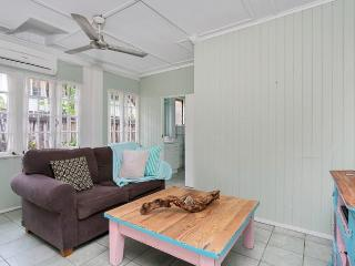 Romantic 1 bedroom House in Cairns - Cairns vacation rentals