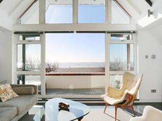 Spectacular beachfront holiday home, West Sussex - Worthing vacation rentals