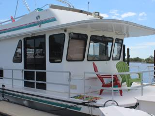 Nice 2 bedroom Houseboat in Naples - Naples vacation rentals