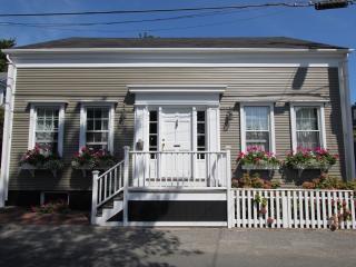 3 Bedroom 4 Bathroom Vacation Rental in Nantucket that sleeps 8 -(3504) - Nantucket vacation rentals