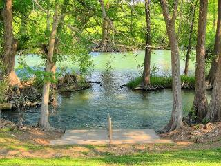WINTER TEXAN SPECIAL Guadalupe Getaway Fabulous 2/2 condo right on the River! - New Braunfels vacation rentals