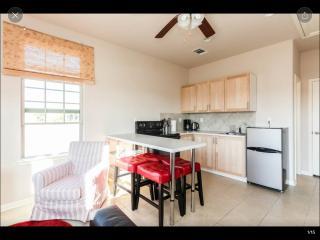 2 bedroom Guest house with Central Heating in Cedar Park - Cedar Park vacation rentals