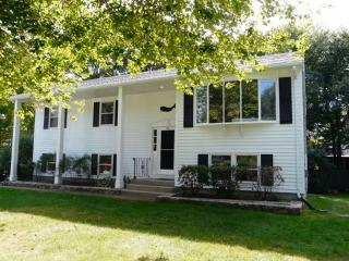 Nice House with Internet Access and Parking Space - Narragansett vacation rentals
