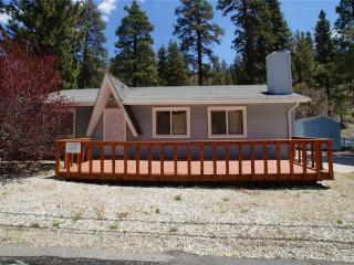 Cozy 2 bedroom Fawnskin Cabin with Deck - Fawnskin vacation rentals