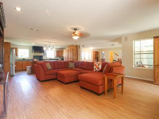Spacious, family-friendly house w/huge deck, large backyard surrounded by nature - Harper vacation rentals