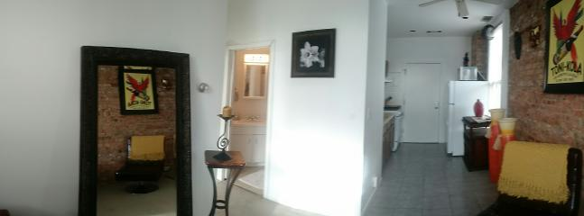 BEAUTIFUL CLEAN AND SUNNY 1 BR. APARTMENT - Chicago vacation rentals