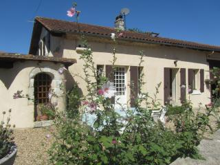 Beautiful Farmhouse Barn with Deck and Internet Access - Riberac vacation rentals