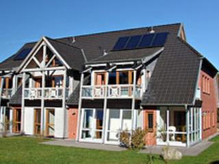 Haus am See *** Tiefgarage, 2 Fahrräder, Wlan inkl - Sellin vacation rentals