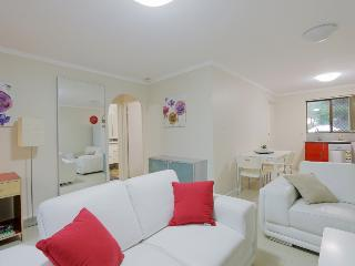 2BRM Aircon Apartment: cafe strip 2mins, PER 5mins - East Victoria Park vacation rentals