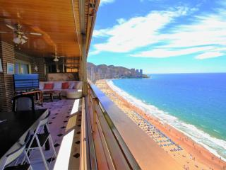 Charming Apartment with Internet Access and A/C - Benidorm vacation rentals