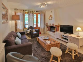 Charming 2 bedroom Condo in La Clusaz with Internet Access - La Clusaz vacation rentals