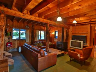 Bright 4 bedroom Lunawanna House with Mountain Views - Lunawanna vacation rentals