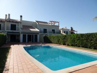 Vilamoura Townhouse 3+1Bed with Pool & Garden - Vilamoura vacation rentals