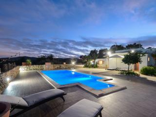 Nice 4 bedroom Villa in Sant Antoni de Portmany with A/C - Sant Antoni de Portmany vacation rentals