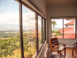 Gorgeous 2 bedroom Alajuela Apartment with Television - Alajuela vacation rentals