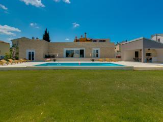 Luxurious modern built villa few minute from the sea - Rovinjsko Selo vacation rentals