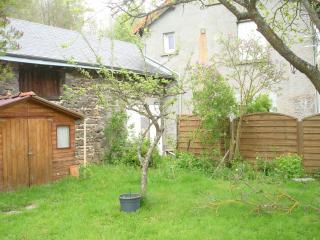Une maison cocon au coeur du parc des volcans - Saint-Genes-Champanelle vacation rentals