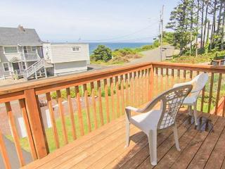 Steam Shower, Modern Decor and a Five-Minute Walk to the Beach! - Lincoln City vacation rentals