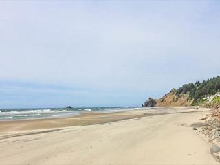 Huge Vaulted Great Room, Private Beach Access, Oceanfront, Two Fireplaces! - Lincoln City vacation rentals