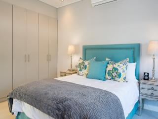 OCEAN BREEZE SUPERIOR STUDIO SUNSET BEACH - Cape Town vacation rentals