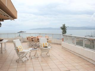 Stunning Penthouse, beach, sleeps 6, Saint Raphael - Saint Raphaël vacation rentals