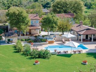 6 bedroom Villa in Tinjan, Istria, Croatia : ref 2046133 - Mofardini vacation rentals
