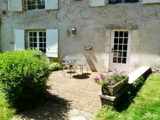 Romantic 1 bedroom Vivonne House with Internet Access - Vivonne vacation rentals