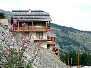 2 bedroom Apartment in Vars, Southern Alps, France : ref 2057338 - Vars vacation rentals