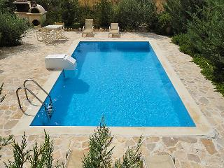 3 bedroom Villa in Kalamaki, Crete, Greece : ref 2058934 - Kalamaki vacation rentals
