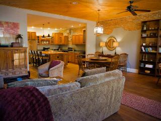 Cozy House with Internet Access and A/C - Saluda vacation rentals