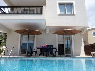 Large family villa, disabled facilities. FREE WiFi - Peyia vacation rentals