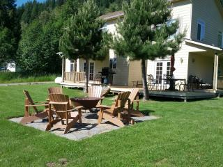 Beautiful Lake Home with Large Yard and Boat Dock - Sagle vacation rentals
