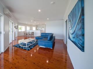 Passage Avenue - Shute Harbour Holiday Home - Shute Harbour vacation rentals