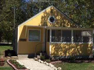 Sunflower Cottage, Kangaroo Lake,  Door Co., WI - Baileys Harbor vacation rentals
