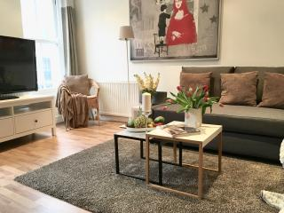 NEW! HUGE!  2BED/1,5 bath!!! MOST CENTRAL COVENT GARDEN! LUXURY! 3min to subway! - London vacation rentals
