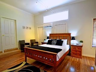 Queen Studio TQS - Busselton vacation rentals