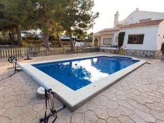 Lovely Villa with Internet Access and Satellite Or Cable TV - L'Ametlla de Mar vacation rentals