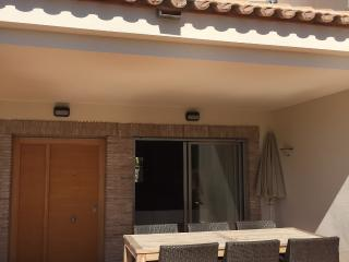 Cozy 3 bedroom Calpe House with Internet Access - Calpe vacation rentals