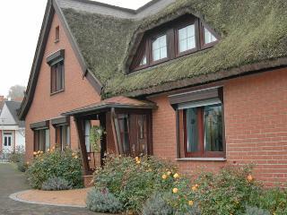 Stimmungsvolles Reetdach Ferienhaus Kogge - Sellin vacation rentals