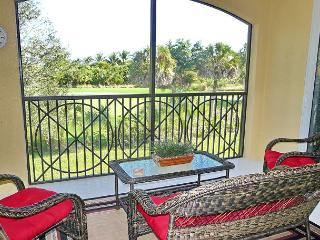 Deluxe condo in Naples golfing community just minutes from Marco Island - Naples vacation rentals