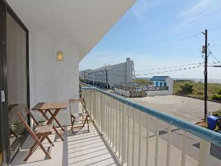 Paradise 106- Oceanview condo at Paradise Towers with a pool and beach access - Carolina Beach vacation rentals