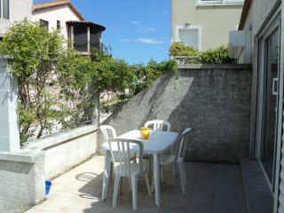 Lovely 2 Bed Home + Terrace Steps to River & Beach - La Tamarissiere vacation rentals