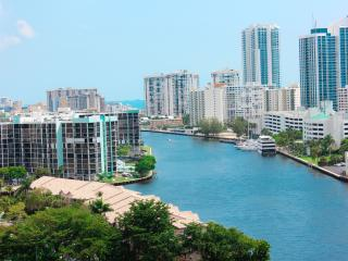 1 bedroom. Canal and ocean view. - Hallandale vacation rentals