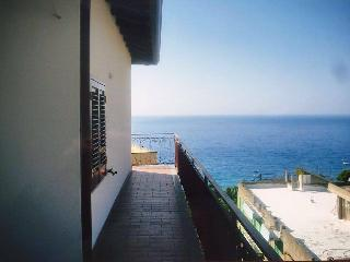 3 bedroom House with A/C in Gioiosa Marea - Gioiosa Marea vacation rentals
